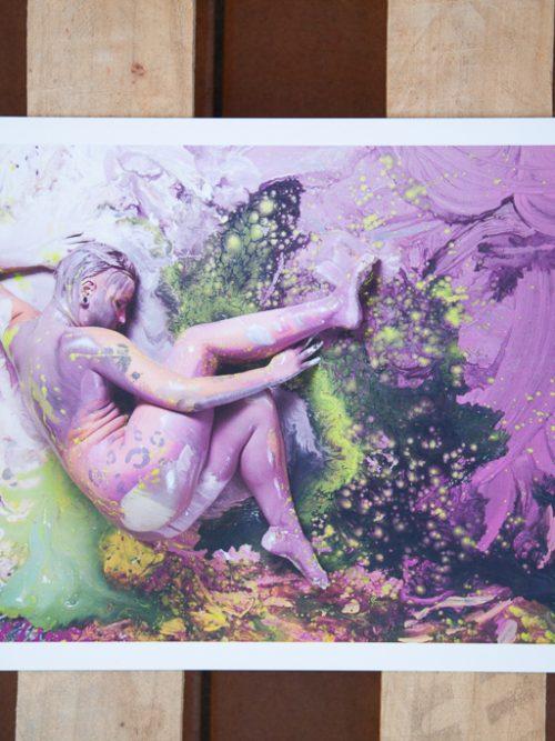cuadro chica desnuda con pintura y piel